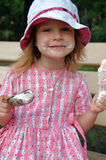 κρέμες που τρώνε τον πάγο δύο στοκ εικόνα με δικαίωμα ελεύθερης χρήσης