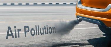 Κρίση ατμοσφαιρικής ρύπανσης στην πόλη από το σωλήνα εξάτμισης πετρελαιοκίνητων οχημάτων στο δρόμο στοκ φωτογραφίες με δικαίωμα ελεύθερης χρήσης