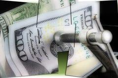 Κρίση προϋπολογισμών που βάζει μια συμπίεση στα χρήματά σας Στοκ Φωτογραφίες