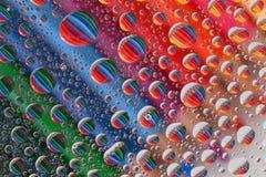 Κραγιόνια μολυβιών μέσω των σταγονίδιων νερού (2) στοκ φωτογραφίες