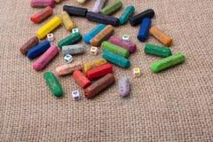 Κραγιόνια του διάφορου χρώματος σε έναν καμβά Στοκ φωτογραφίες με δικαίωμα ελεύθερης χρήσης