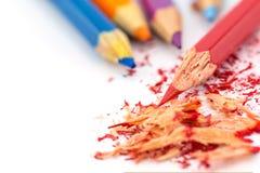 κραγιόνια χρωματισμένα μολύβια χρωματισμένα μολύβια στην άσπρη ανασκόπηση Στοκ φωτογραφίες με δικαίωμα ελεύθερης χρήσης