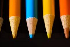 Κραγιόνια - χρωματισμένο μολύβι καθορισμένο αόριστα τακτοποιημένο - στο άσπρο υπόβαθρο Στοκ Φωτογραφίες