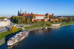 Κρακοβία Πολωνία Wawel Castle, καθεδρικός ναός και Vistula το φθινόπωρο Στοκ φωτογραφίες με δικαίωμα ελεύθερης χρήσης