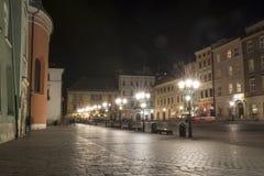 Κρακοβία, το μικρό τετράγωνο αγοράς τή νύχτα Στοκ φωτογραφίες με δικαίωμα ελεύθερης χρήσης