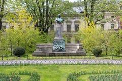 ΚΡΑΚΟΒΙΑ ΠΟΛΩΝΙΑ ΣΤΙΣ 30 ΑΠΡΙΛΊΟΥ 2017: Άγαλμα του Artur Grottger στο πάρκο Planty, Κρακοβία, Πολωνία Στοκ εικόνες με δικαίωμα ελεύθερης χρήσης