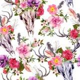 Κρανία και λουλούδια ελαφιών πρότυπο άνευ ραφής watercolor Στοκ φωτογραφία με δικαίωμα ελεύθερης χρήσης