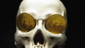 Κρανίο με τα σύμβολα bitcoin φιλμ μικρού μήκους