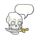κρανίο πειρατών κινούμενων σχεδίων με το μαχαίρι στα δόντια με τη λεκτική φυσαλίδα Στοκ Φωτογραφίες