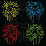 Κρανίο περιγράμματος χρώματος με τα κέρατα και τα φτερά γεωμετρία ιερή Τυπωμένη ύλη μπλουζών Στοκ Φωτογραφία