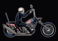 Κρανίο σχεδίων χεριών που οδηγά μια μοτοσικλέτα μπαλτάδων ελεύθερη απεικόνιση δικαιώματος