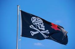 Κρανίο Crossbones του Ρότζερ σημαιών του Jack Sparrow ευχάριστα Στοκ Εικόνες