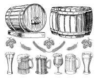 Κρασί ή ρούμι, κλασσικά ξύλινα βαρέλια μπύρας για το αγροτικό τοπίο Κριθάρι και σίτος, βύνη και λυκίσκοι χαραγμένος στο χέρι μελα διανυσματική απεικόνιση