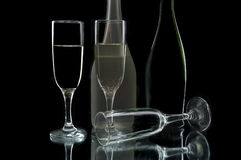 κρασί γυαλιών μπουκαλιών Στοκ εικόνα με δικαίωμα ελεύθερης χρήσης