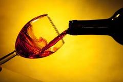κρασί γυαλιού μπουκαλιών Στοκ Εικόνα