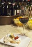 Κρασί και δάγκωμα στο Al Timon φραγμών στη Βενετία Στοκ εικόνα με δικαίωμα ελεύθερης χρήσης