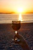 Κρασί και ηλιοβασίλεμα Στοκ φωτογραφία με δικαίωμα ελεύθερης χρήσης