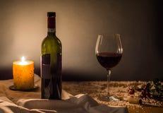 Κρασί και πυρκαγιά Χριστουγέννων Στοκ Φωτογραφία