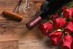 Κρασί και τριαντάφυλλα Στοκ εικόνα με δικαίωμα ελεύθερης χρήσης