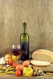 Κρασί και τρόφιμα Στοκ εικόνα με δικαίωμα ελεύθερης χρήσης