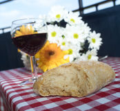 Κρασί και ψωμί στοκ εικόνες