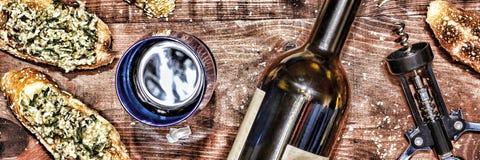 Κρασί και crostini με μια κόλλα του αβοκάντο Ημέρα πατέρων ` s, ημέρα των ευχαριστιών, Στοκ φωτογραφίες με δικαίωμα ελεύθερης χρήσης