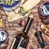 Κρασί και crostini με μια κόλλα του αβοκάντο Ημέρα πατέρων ` s, ημέρα των ευχαριστιών, Στοκ Φωτογραφίες