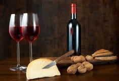 κρασί καρυδιών τυριών Στοκ φωτογραφίες με δικαίωμα ελεύθερης χρήσης