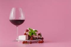 Κρασί κερασιών στο ροζ στοκ φωτογραφία