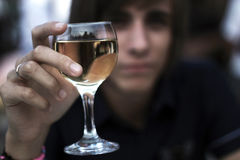 κρασί μεσημεριανού γεύματος γυαλιού παραλιών στοκ φωτογραφία