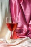 Κρασί με ένα φόντο 1 σατέν Στοκ Εικόνα