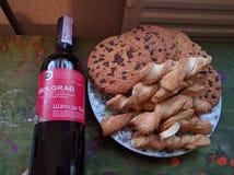Κρασί με μερικούς yummy Στοκ Φωτογραφίες