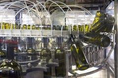 κρασί πλύσης μπουκαλιών Στοκ εικόνα με δικαίωμα ελεύθερης χρήσης