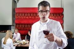 κρασί σερβιτόρων Στοκ φωτογραφία με δικαίωμα ελεύθερης χρήσης
