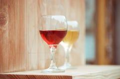 Κρασί στα γυαλιά στοκ εικόνες