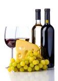 Κρασί, τυρί και σταφύλια Στοκ φωτογραφίες με δικαίωμα ελεύθερης χρήσης