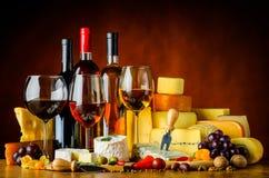 Κρασί, τυρί και τρόφιμα Στοκ Εικόνες