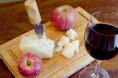 κρασί τυριών μήλων ορεκτι&kapp Στοκ εικόνα με δικαίωμα ελεύθερης χρήσης