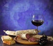 κρασί salumi τυριών Στοκ εικόνα με δικαίωμα ελεύθερης χρήσης