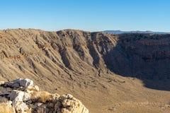 Κρατήρας μετεωριτών στη φωτεινή ηλιόλουστη ημέρα Winslow Αριζόνα στοκ φωτογραφία με δικαίωμα ελεύθερης χρήσης