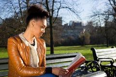 κρατήστε μονοπάτια απεικόνισης ψαλιδίσματος τα υψηλά διαβάζοντας τη διάλυση Στοκ Φωτογραφία