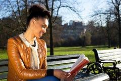 κρατήστε μονοπάτια απεικόνισης ψαλιδίσματος τα υψηλά διαβάζοντας τη διάλυση Στοκ Εικόνες