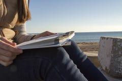 κρατήστε μονοπάτια απεικόνισης ψαλιδίσματος τα υψηλά διαβάζοντας τη διάλυση Στοκ φωτογραφία με δικαίωμα ελεύθερης χρήσης
