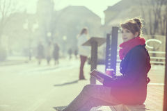 κρατήστε την ανάγνωση Στοκ Φωτογραφία