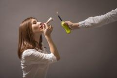 Κρατήστε την υγεία και κερδίστε χρήματα - εγκαταλειμμένο κάπνισμα! Στοκ φωτογραφίες με δικαίωμα ελεύθερης χρήσης