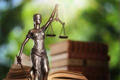 Κρατικά δικαιοσύνη και βιβλίο στοκ φωτογραφίες