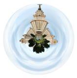 Κρατικό πανεπιστήμιο της Μόσχας κάτω από το νεφελώδη ουρανό Στοκ εικόνες με δικαίωμα ελεύθερης χρήσης