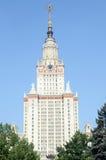 Κρατικό πανεπιστήμιο της Μόσχας μπλε ουρανού το κεντρικό κτίριο του κρατικού πανεπιστημίου της Μόσχας Στοκ Εικόνες