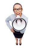 Κραυγάζοντας επιχειρηματίας με megaphone Στοκ φωτογραφία με δικαίωμα ελεύθερης χρήσης