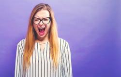 κραυγάζοντας νεολαίες γυναικών Στοκ Εικόνες